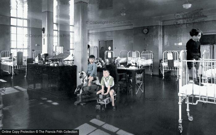 London, The Princess Beatrice Hospital, Lady Iris Ward c.1950