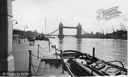 London, The Tower Bridge c.1960