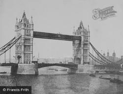 London, Tower Bridge c.1895