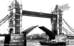 London, Tower Bridge c.1900