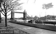 London, Tower Bridge c.1955