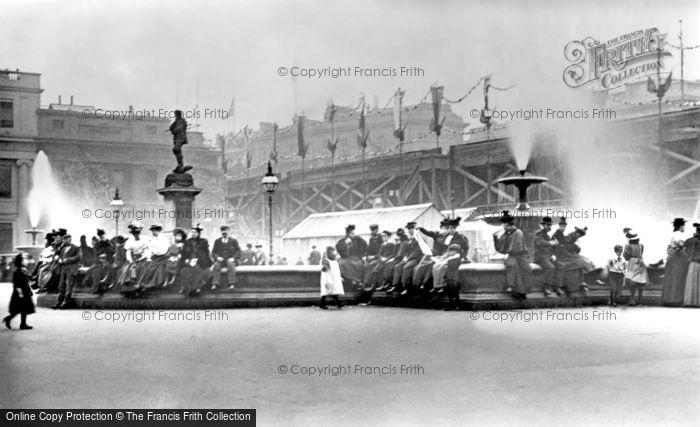 Photo of London, Trafalgar Square 1897, ref. L130009