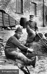 Fishermen Mending Their Nets 1906, Looe