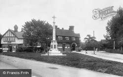 Loughton, War Memorial 1923