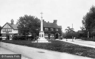 Loughton, War Memorial 1923