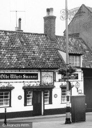 Louth, The Olde Whyte Swanne c.1960