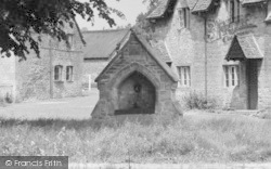 The Village Well c.1950, Lower Slaughter