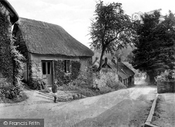 Lustleigh, Village And Smithy 1920