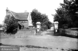 Luton, Entrance To People's Park 1897