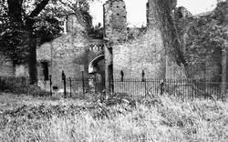 Luton, Someries Castle c.1951