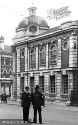The Andrew Carnegie Public Library 1924, Luton