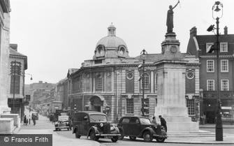 Luton, the Library and War Memorial c1950