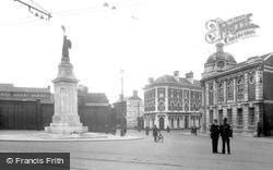 Luton, The War Memorial 1924