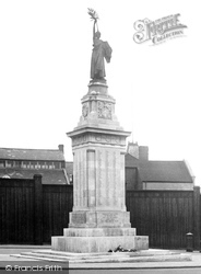 Luton, The War Memorial 1924