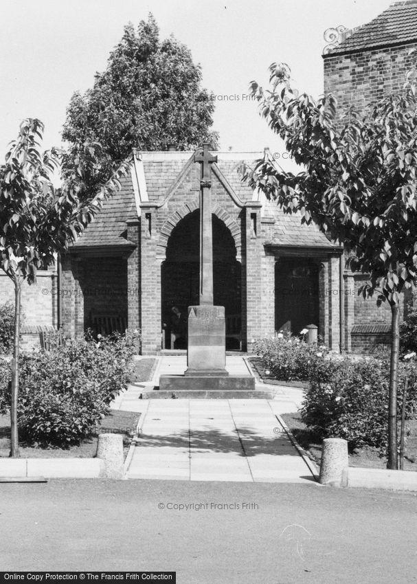 Lutterworth, War Memorial c1965