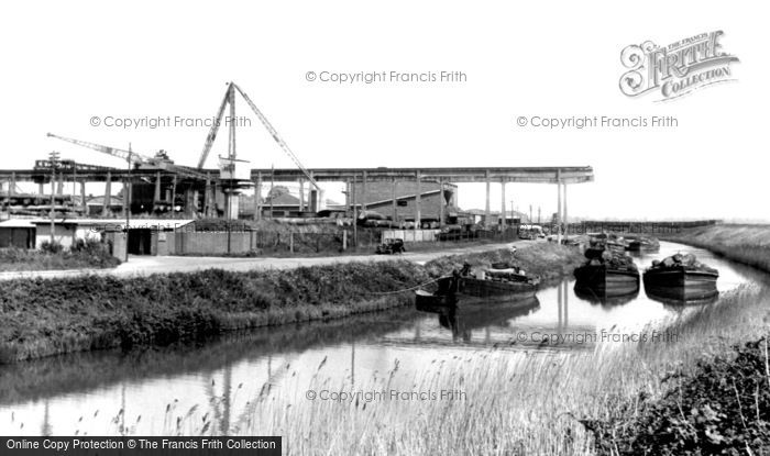 Lydney, the Canal c1960