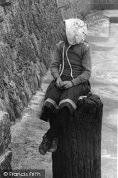 Lyme Regis, Girl, The Cobb 1912