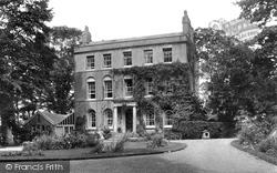 Summer Hill 1909, Lyme Regis