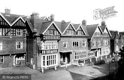 1897, Lyndhurst