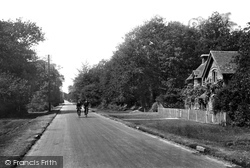 The Road To The Station 1918, Lyndhurst