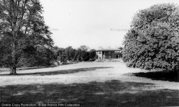 Lyonshall photo