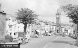 Machynlleth, Lion Hotel And Clock Tower 1960