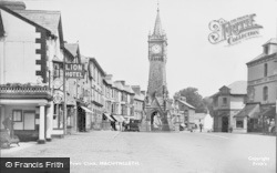 Machynlleth, The Lion Hotel And Town Clock 1934
