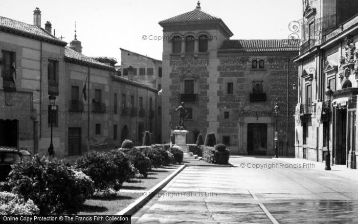Photo of Madrid, Plaza De La Villa Calle Mayor 1960