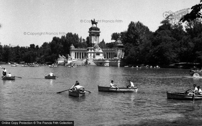 Photo of Madrid, Retiro Park 1960