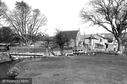 Footbridge And Castle Inn c.1955, Maiden Newton