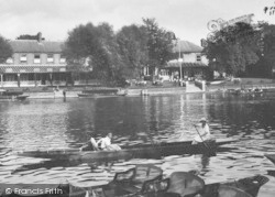 Maidenhead, Boating By The Skindles Hotel 1925