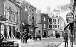 Maidenhead, High Street And Town Hall 1903