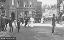 Maidenhead, High Street, Traffic Policeman And People 1911