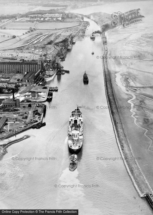 Photo of Manchester Ship Canal, Ellesmere Port 1947