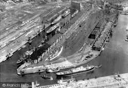 Manchester, Ship Canal, Grain Elevators c.1965