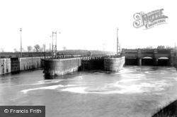 Manchester Ship Canal, Latchford Locks 1894