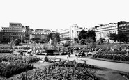 Manchester, the Public Gardens Piccadilly c1965