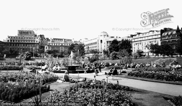 Manchester, the Public Gardens, Piccadilly c1965