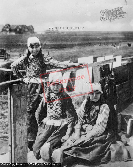 Photo of Marken, Children In Traditional Costume c.1900
