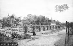 Market Harborough, Welland Park c.1955