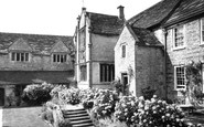 Melcombe Bingham, Bingham's Melcombe Manor House, the Courtyard c1960