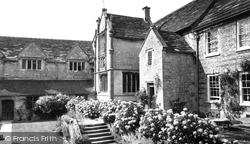 Melcombe Bingham, Bingham's Melcombe Manor House, The Courtyard c.1960