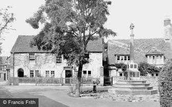 Melksham, Canon Square and War Memorial c1955
