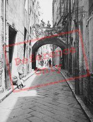 Old Street c.1939, Menton