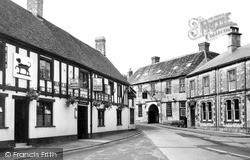Mere, The Talbot And The Old Ship Hotels c.1955