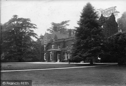 Juniper Hall 1910, Mickleham