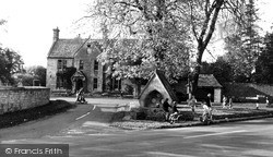 Mickleton, Three Ways Hotel And Fountain c.1960