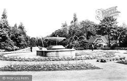 Albert Park Fountain c.1955, Middlesbrough