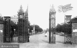 Albert Park Gates 1896, Middlesbrough