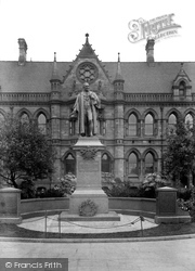 Statue Of Sir Samuel Sadler 1913, Middlesbrough